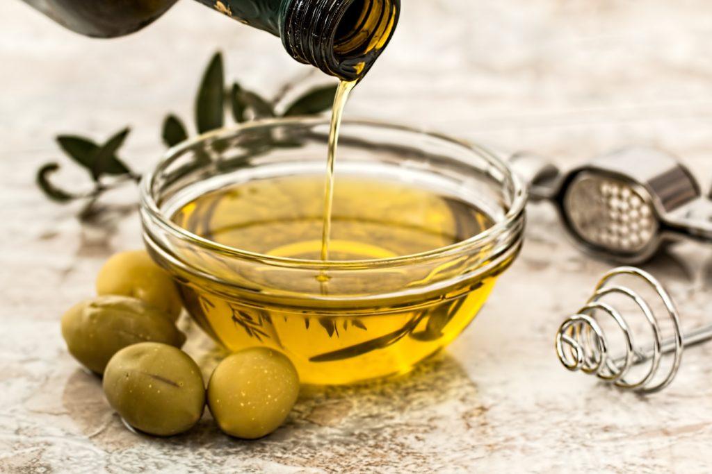 Olivenöl als Basis für ätherische Öle